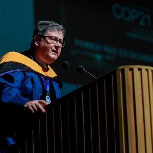 El Dr. Diego Arjona habló en La Salle de la importancia de nuevas ideas lasallistas y es que hoy no existen proyectos sustentables de energías limpias.